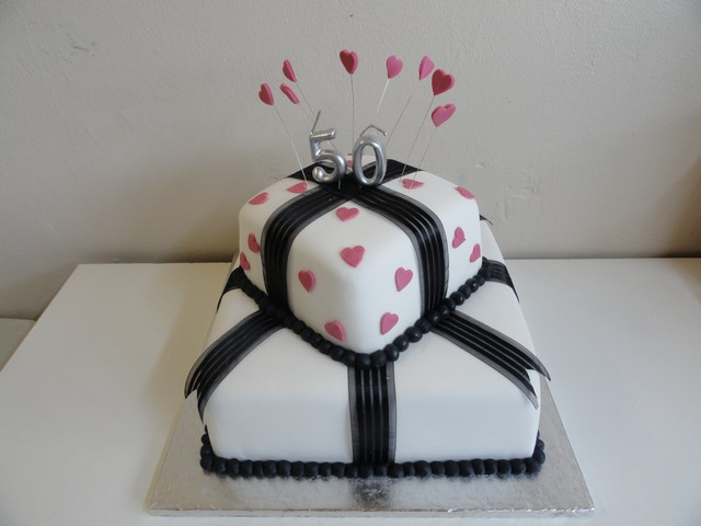 bdc127--pink-and-black-gift-cake