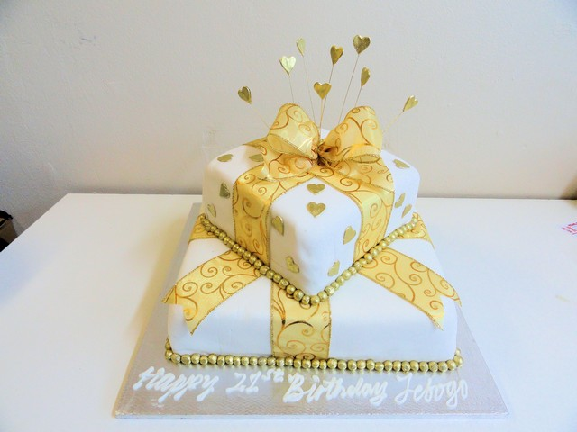 bdc140--white-and-gold-gift-cake