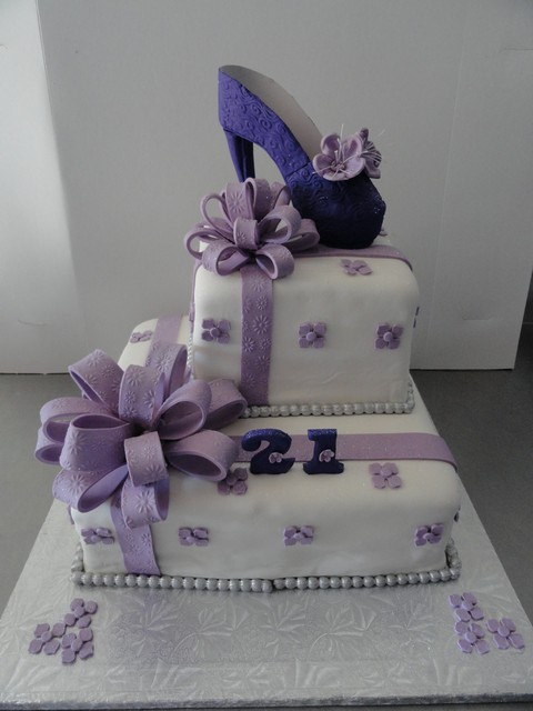 bdc181--gift-cake-with-shoe-on