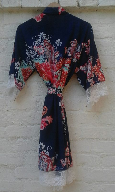 floral-&amp-lace-robe--003
